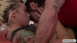 Ts Aubrey Kate enjoys a deep anal fuck from a hunk dude
