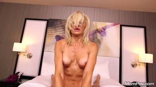 Fit blonde cougar MILF porn newb Awesome Blowjob